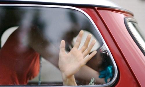 عاجل.. حبس مواطن إرتكب أفعال فاضحة داخل سيارته أمام المارة وطالبات الجامعة في المنصورة !!