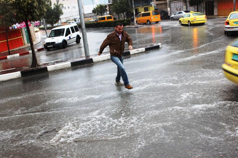 """""""القادم أسوء"""" الأرصاد الجوية تؤكد أمطار غزيرة ورعدية على المحافظات التالية وتعلن موعد تحسن الطقس"""