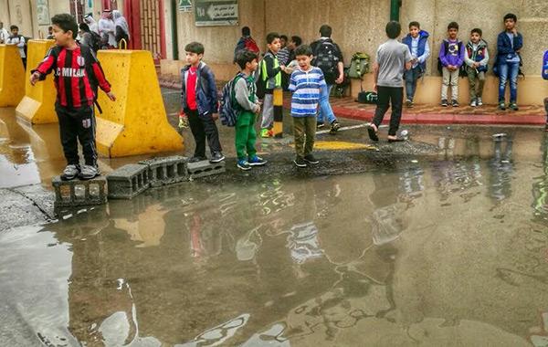 """عاجل  أمطار تضرب القاهرة والجيزة وعدد من المحافظات مصحوبة بانخفاض كبير في الحرارة.. و""""الأرصاد"""" تُعلن موعد تحسن الطقس"""