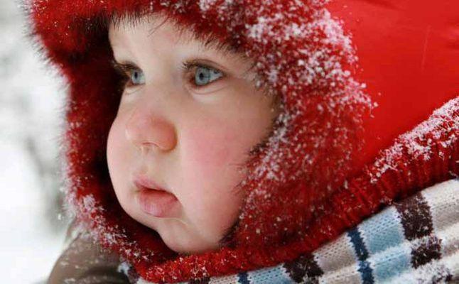8 نصائح هامة تحمى طفلك من نزلات البرد في فصل الشتاء 1