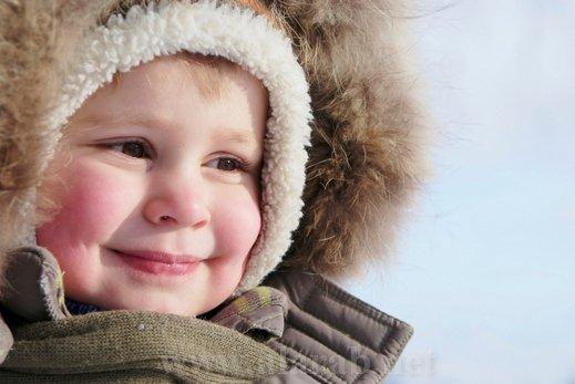 8 نصائح هامة تحمى طفلك من نزلات البرد في فصل الشتاء