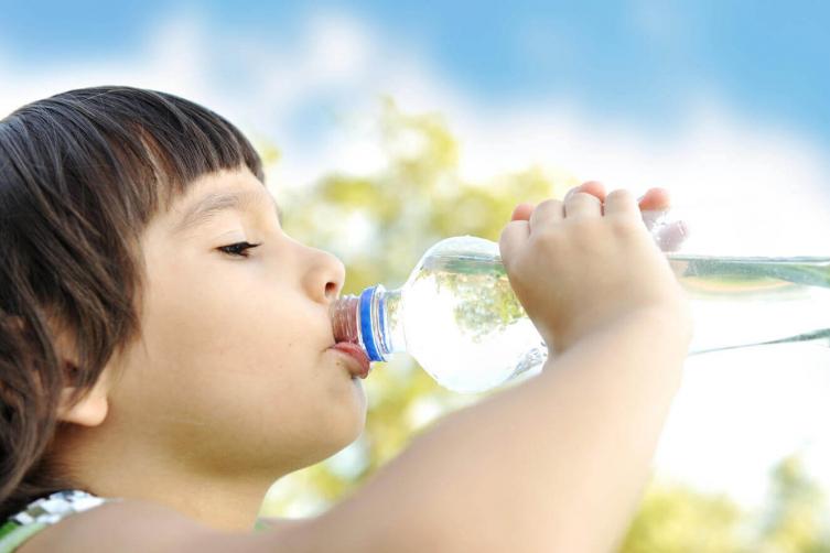 نسيانك لشرب الماء في الشتاء يعرضك لأمراض خطيرة