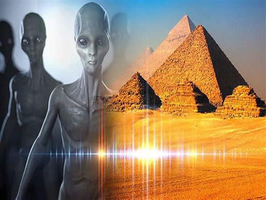 """علماء آثار روس يزعمون العثور على """"كائنات فضائية"""" في مصر.. وعلاقتها بالأهرامات !"""