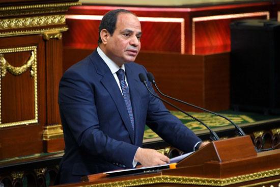 """التليفزيون المصري يذيع القرار الجمهوري الذي أصدره """"السيسي"""" منذ قليل.. صور"""
