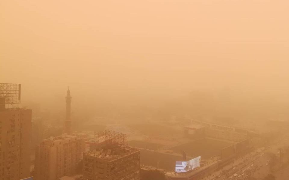 """عاجل.. مصرع 4 مواطنين بسبب """"الطقس السيئ"""".. والأرصاد تٌطالب الحكومة برفع الطوارئ"""