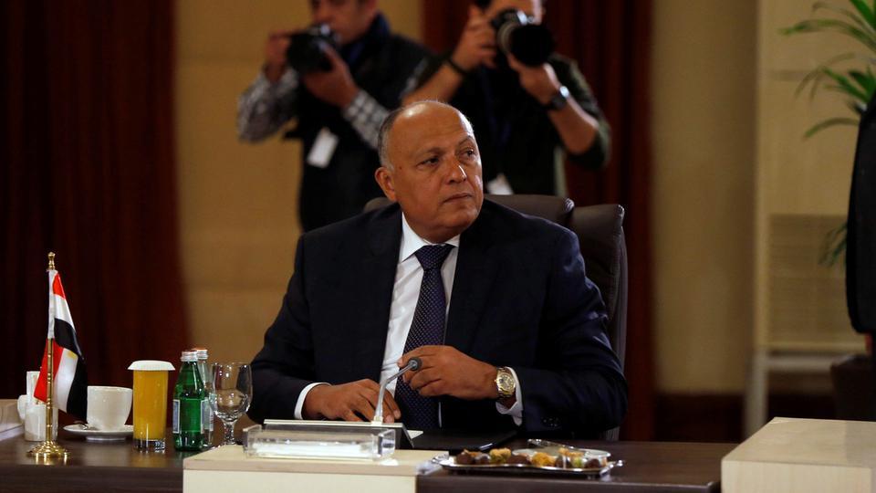 الخارجية المصرية تطالب بريطانا بتفسير تعليق رحلاتها إلى مصر