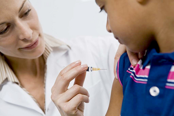 وزارة الصحة..تطعيم الديدان المعوية آمن والحذر من تناول 10 أدوية بعد التطعيم