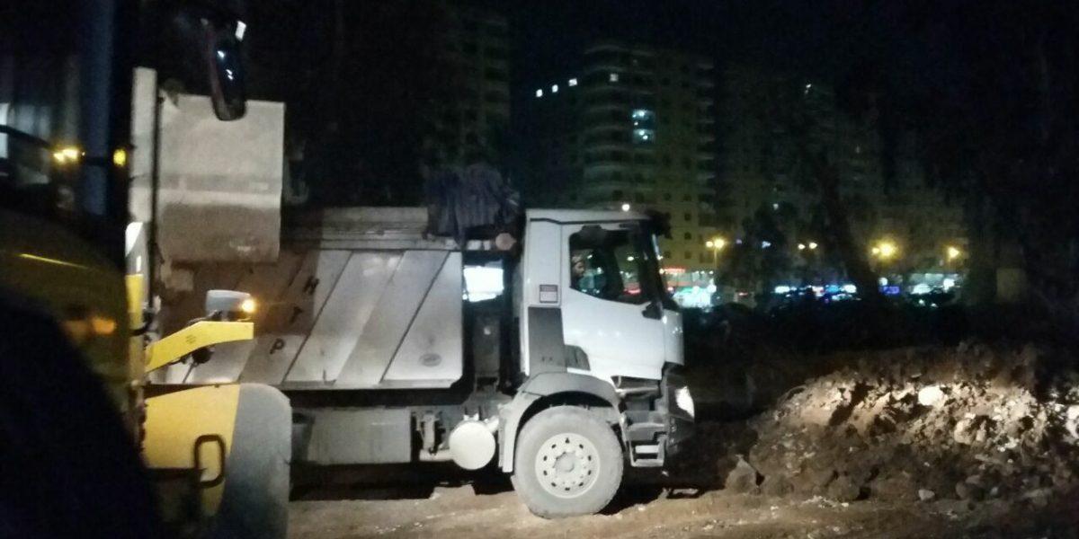 محافظة الجيزة تضبط أربع سيارات تلقي المخلفات في الشارع