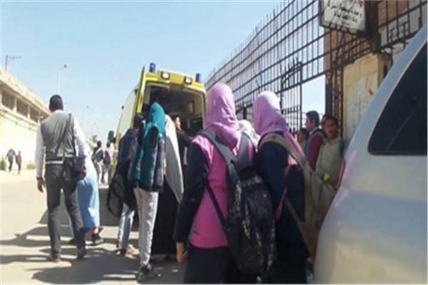 الدفع بـ10 سيارات إسعاف..  17 حالة اختناق بغاز الكلور في مجمع مدارس السيوف