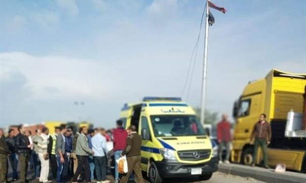 صور حية من موقع تصادم 5 سيارات بالبحيرة.. وبيان أمني بالتفاصيل وعدد الضحايا حتى الآن