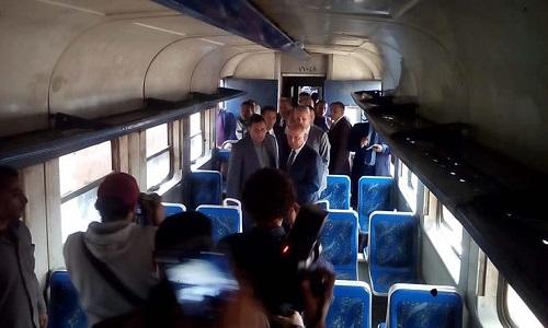 بالفيديو| لقاء مع كامل الوزير من داخل القطار.. شاهد ماذا قال