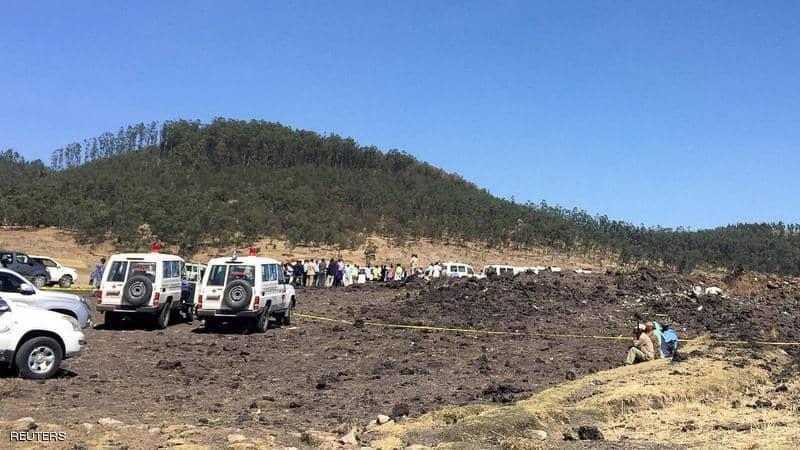"""ارتفاع عدد ضحايا الطائرة المنكوبة بوينغ """"737-800 max"""" إلى 157 قتيلاً.. وأول بيان رسمي بعدد المصريين واللقطات الأولى من المكان"""