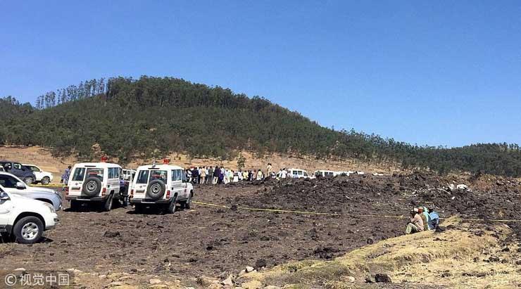 من بينهم 6 مصريين.. أول صور حية من موقع حادث الطائرة الأثيوبية المنكوبة وارتفاع عدد الضحايا لـ157.. وبيان رسمي بالتفاصيل 1