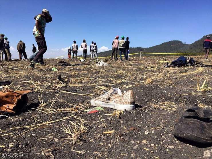 من بينهم 6 مصريين.. أول صور حية من موقع حادث الطائرة الأثيوبية المنكوبة وارتفاع عدد الضحايا لـ157.. وبيان رسمي بالتفاصيل 2