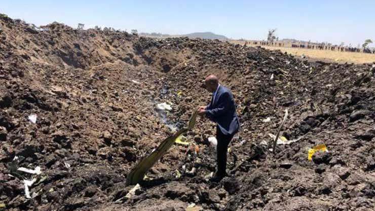 من بينهم 6 مصريين.. أول صور حية من موقع حادث الطائرة الأثيوبية المنكوبة وارتفاع عدد الضحايا لـ157.. وبيان رسمي بالتفاصيل 3