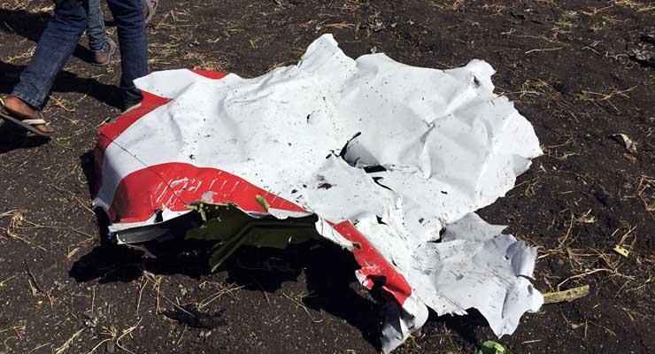 من بينهم 6 مصريين.. أول صور حية من موقع حادث الطائرة الأثيوبية المنكوبة وارتفاع عدد الضحايا لـ157.. وبيان رسمي بالتفاصيل