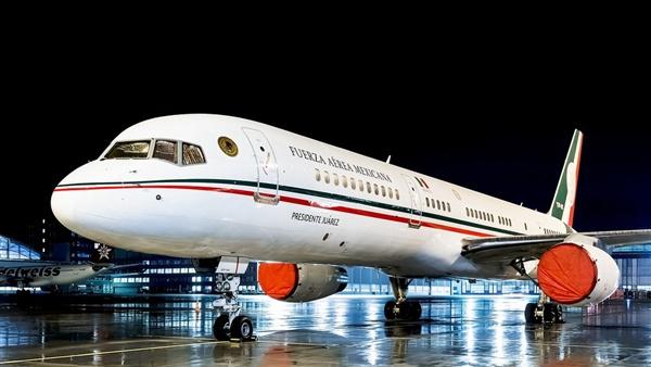 """وكالة رويترز: طائرة رئيس عربي تغادر بلادها إلى """"جهة غير معلومة"""" منذ لحظات !!"""
