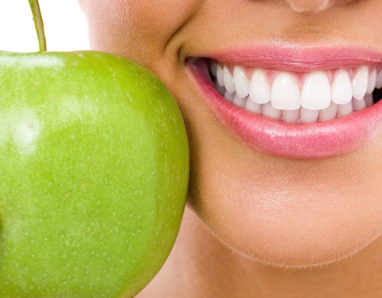 الثبات من مميزات زراعة الأسنان