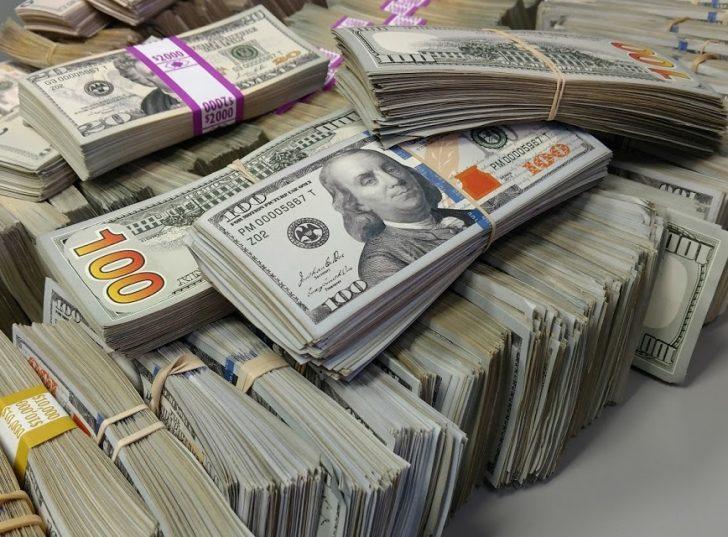 الدولار يتراجع مع نهاية تعاملات الأسبوع ويسجل أعلى معدل انخفاض أسبوعي في شهر