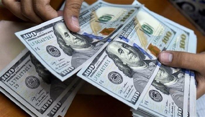 سعر الدولار يتراجع امام الجنيه.. واقتصادية البرلمان تُطالب الحكومة بخفض سعر الدولار الجمركي لهذا الرقم الجديد