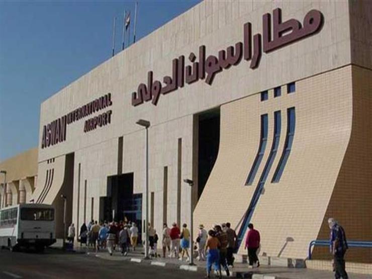 بعد إقلاعها من القاهرة.. هبوط طائرة اضطرارياً بمطار أسوان منذ قليل ونقل الجثة للمشرحة
