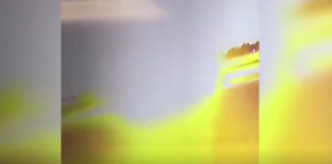 شاهد| النشطاء يتداولون لحظة سقوط طائرة وتحطمها فور إقلاعها 1
