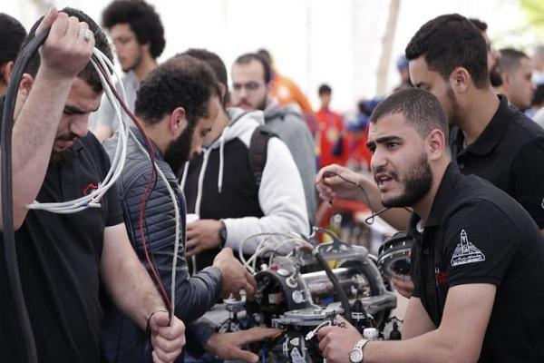 طلاب كلية هندسة يبتكرون غواصة مصرية 100% تنزل لأعماق كبيرة تحت الماء ومزودة بكاميرات حديثة ومتعددة الاستخدام