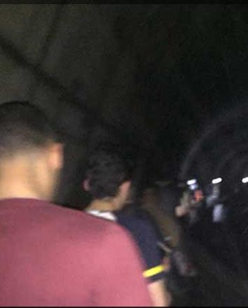 شاهد  «ظلام وإغماءات» تفاصيل تعطل مترو الخط الثاني والركاب في نفق المترو 2