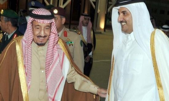 شاهد بالفيديو كيفية استقبال الملك سلمان لوفد قطر بالسعودية منذ قليل وتعليق التلفزيون الرسمي السعودي