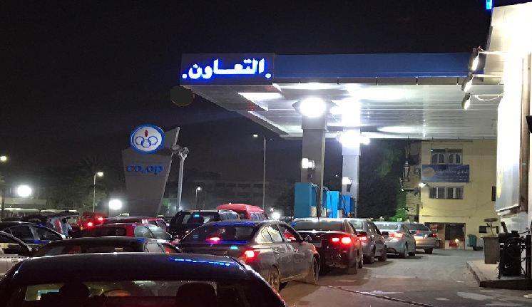 حقيقة أنباء عن تحريك أسعار الوقود في مصر .. زحام شديد على محطات البنزين رغم نفي رفع الأسعار