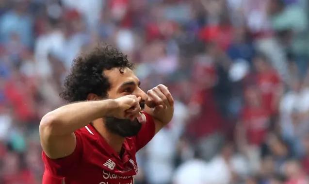 بالصور| محمد صلاح يلاحق ميسي على لقب أفضل لاعب في العالم.. صوت الآن للنجم المصري