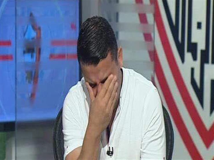 بالفيديو.. خالد الغندور يبكي على الهواء أمام ملايين المشاهدين أثناء مداخلة رئيس الزمالك