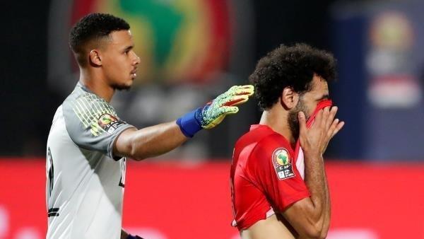شاهد| بعد نشره صورته مع عارضة أزياء برازيلية.. محمد صلاح يُعلق على كوميكس أم مكة