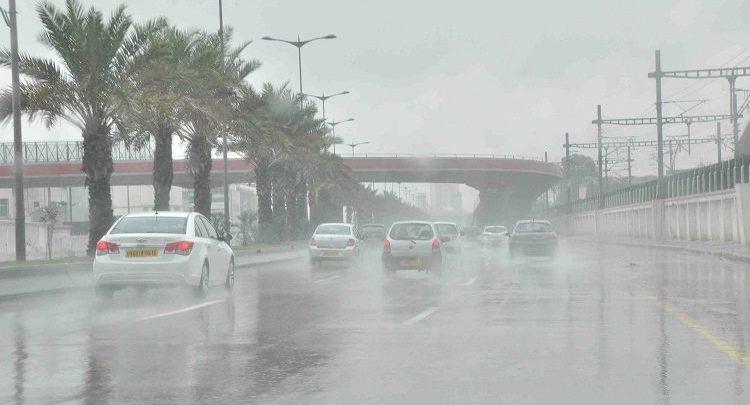 """""""بالفيديو"""" الأرصاد تحذر من تقلبات جوية حادة خلال الـ72 ساعة القادمة """"أمطار رعدية والحرارة تتعدى الـ40 درجة"""""""