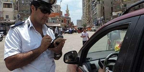 قانونًا: عقوبة السير عكس الاتجاه «غرامة 15 ألفاً وحبس سنة» وإلغاء رخصة قيادة السائق 1