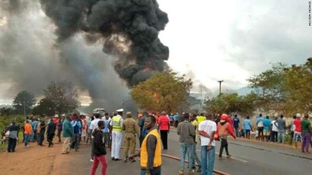 بالصور| مصرع 61 شخصاً وإصابة 70 آخرون في انفجار صهاريج وقود في تنزانيا