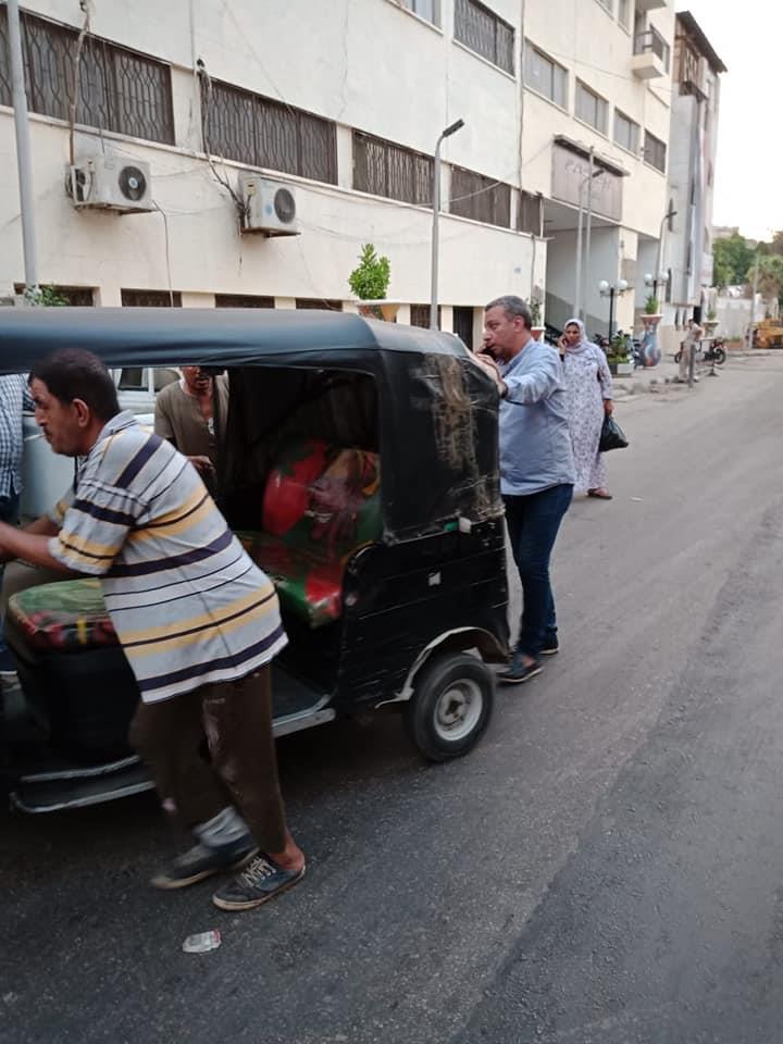 بالصور.. حملة لضبط «التكاتك» بحي السيدة زينب بالقاهرة 1
