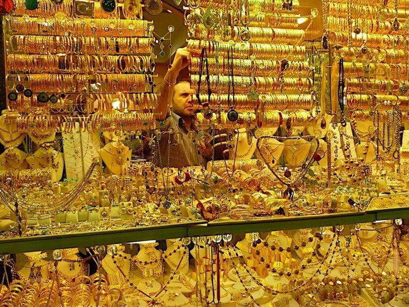 """""""الذهب يواصل الهبوط"""".. تراجع ملحوظ في أسعار الذهب داخل محلات الصاغة صباح الأثنين"""