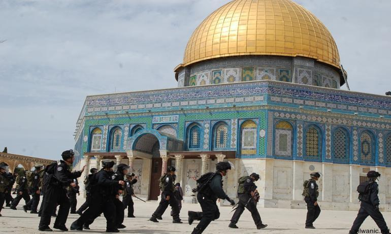 عاجل.. إقتحام المسجد الأقصى منذ قليل وإقامة شعائر يهودية بداخله !!