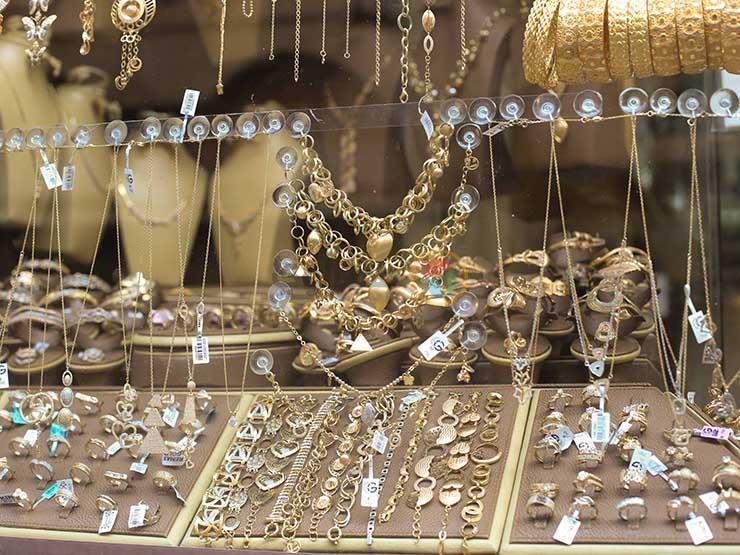 تحركات جديدة في أسعار الذهب اليوم الخميس مع نهاية تعاملات الأسبوع بالتزامن مع زيادتها عالمياً بسبب «كورونا» 1