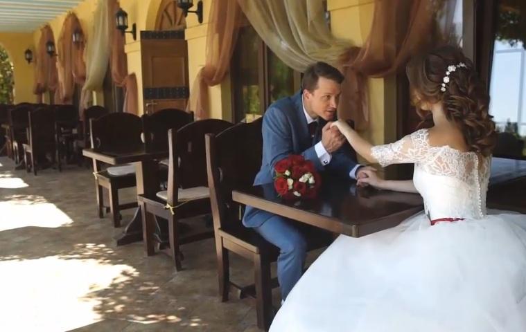 """بالفيديو والصور """"العريس بيعيط والعروسة تواسيه"""" عريس ينهار بالبكاء ليلة دخلته بعد قيام عروسته بطلب فعل هذا الأمر 2"""