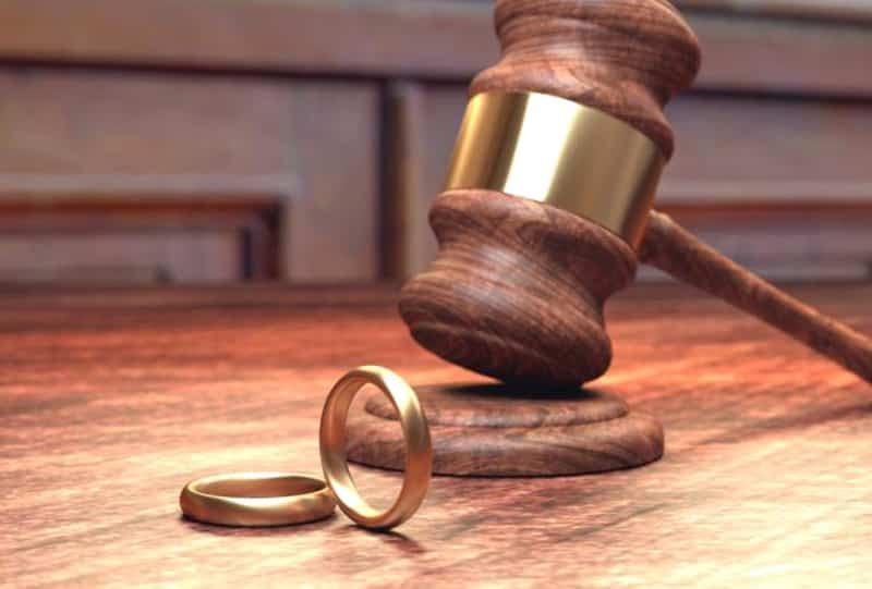 شاب مصري يقاضي زوجته و يطلب فسخ عقد زواجه بسبب تاتو الحواجب