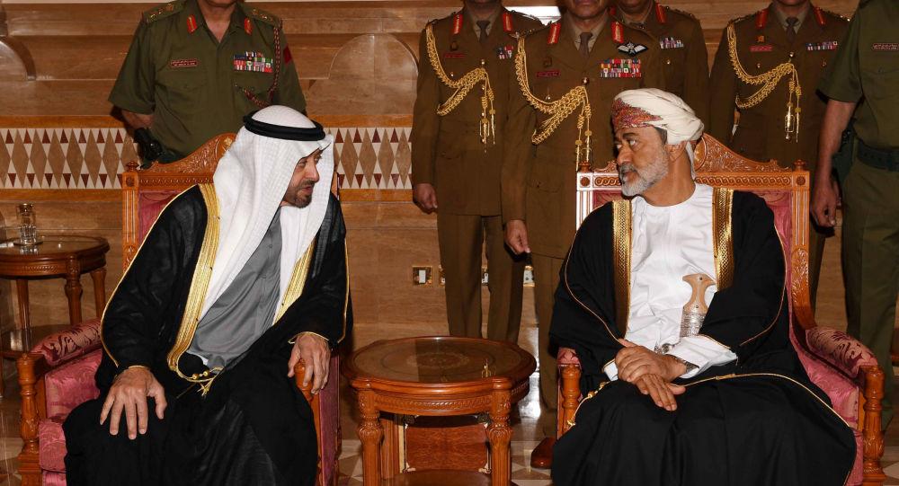 لماذا رفض سلطان عمان الجديد مصافحة محمد بن زايد ولي عهد أبو ظبي؟ فيديو وصور