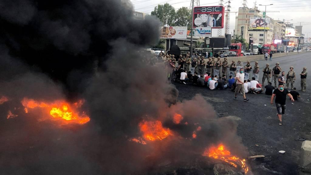عودة المظاهرات إلى لبنان واشتباكات مع الشرطة وإطلاق قنابل الغاز