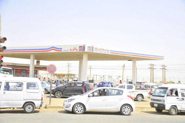 """""""خلال ساعات"""" رفع أسعار البنزين في السودان 22 جنيه ليصبح سعر اللتر 28 بدلاً من 6 جنيه 1"""