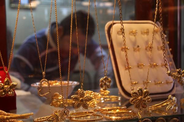 «بعد انخفاضها أمس» أسعار الذهب اليوم خلال منتصف تعاملات الخميس 27 فبراير 2020 في مصر.. وجرام 24 يسجل 816 جنيهاً 1