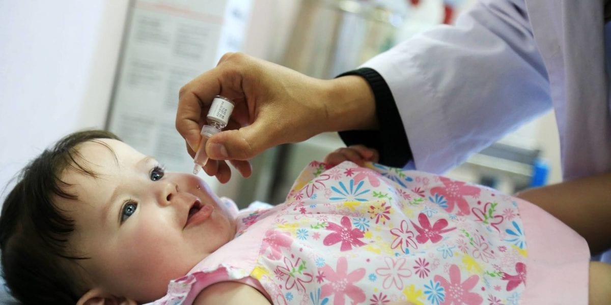 انطلاق حملة التطعيم ضد شلل الأطفال اليوم بكافة المحافظات وتحذيرات هامة من وزارة الصحة