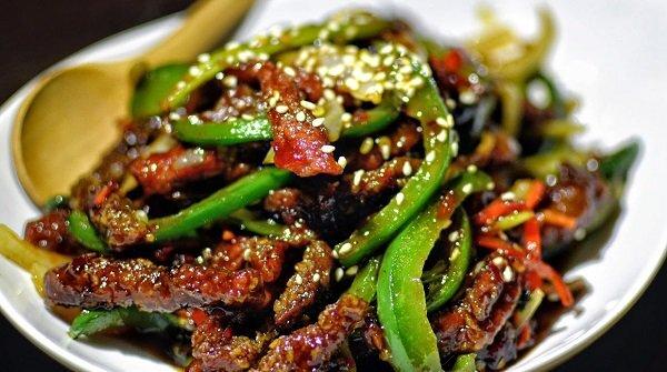 Daily Star تنشر فيديو صادم لقيام صينيين بتحويل فضلات المجاري لزيوت تُطبخ بها أشهر الأطعمة 1