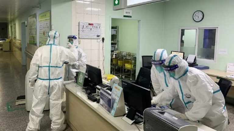 الصحة تكشف حقيقة إصابة صيني بفيروس كورونا في أحد مستشفيات مصر وفرار طاقم التمريض فور رؤيته 2