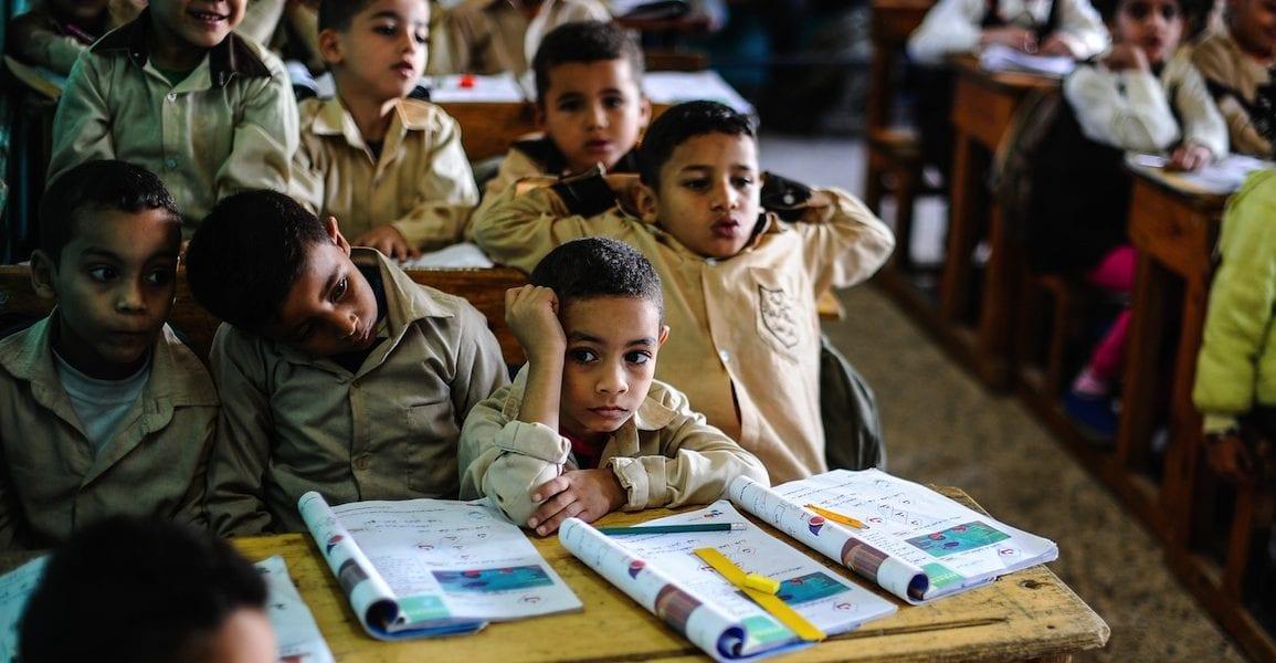 الحكومة تنفي حرمان الطفل الثالث للأسرة من مجانية التعليم؟
